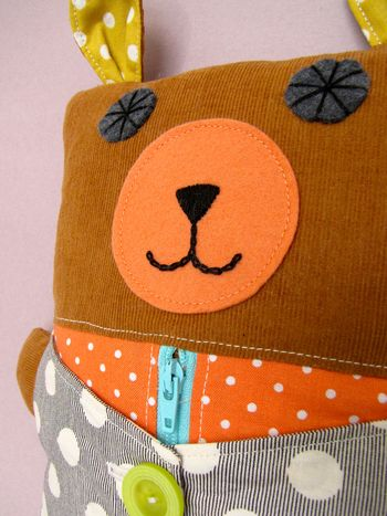 Nifty Kidstuff: Learn-to-Dress Bear